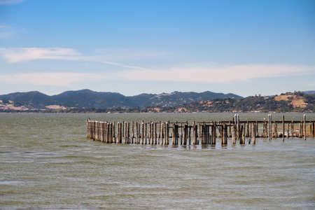 Vintage Ozean Pieranhäufungen von hoher See zerstört Standard-Bild - 32848598