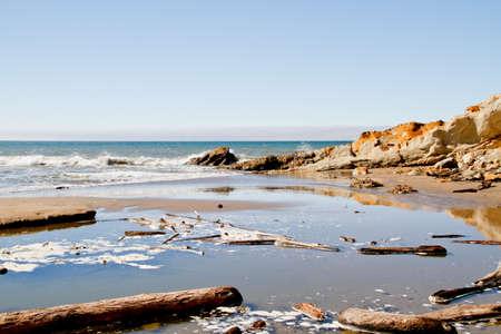 blue fresh water Russian river meeting green california coastal water 版權商用圖片 - 33187493