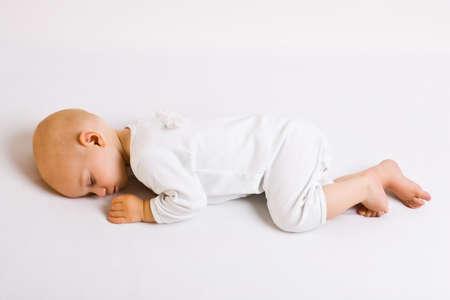 Sleeping Angel niño con alas  Foto de archivo - 3444428