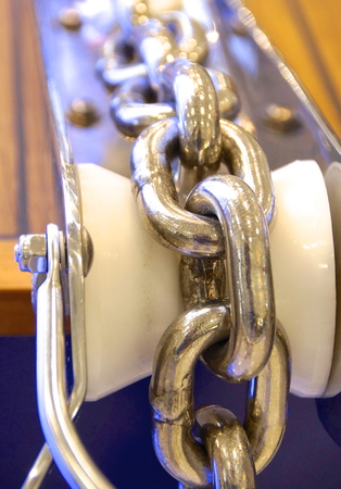 settled: Stainless sailboat chain settled on the roller