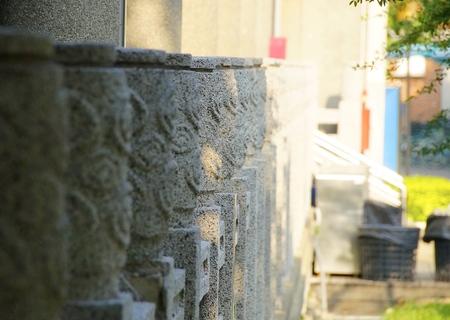 baranda para balcon: Barandas al lado del aula decoradas con el patrón de estilo chino