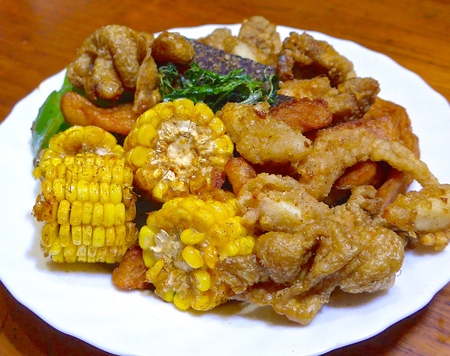 Salty fried chicken, is one of the common Taiwanese snacks
