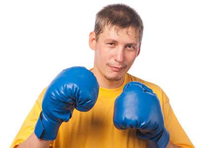 pugilist: Hombre joven en guantes de boxeo