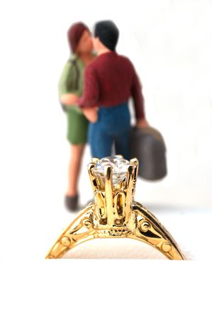 macro shot of a engagement ring with couple in the background Imagens