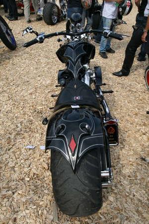 11 september: FAAKER SEE, AUSTRIA - 11 de septiembre: Semana Europea de la bicicleta de 2009 d�cimo aniversario. El evento m�s grande de Europa de motociclismo para motos Harley Davidson y personalizado.
