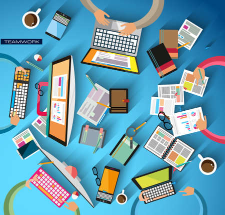 Ideaal Workspace voor teamwork en brainsotrming met Vlakke stijl. Een veel design elementen aanwezig zijn: computers, mobiele apparaten, bureau benodigdheden, potlood, koffiemok, sheeets, documenten en ga zo maar door