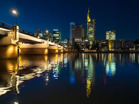 ecb: View from Schaumainkai the Untermainbrcke and the skyline of Frankfurt with Hessian Landesbank, Commerzbank, TaunusTurm, Taunustor, ECB, Frankfurt am Main, Hessen, Germany