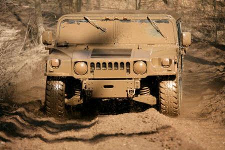 Military großen LKW, wenn Bootfahren. Standard-Bild