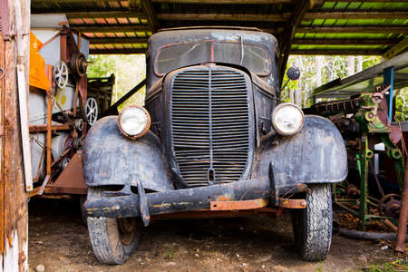 old rusty derelict farm truck in barn Редакционное