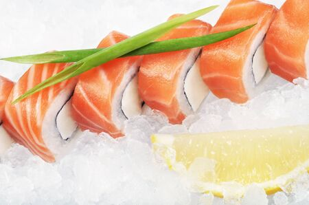 crushed ice: Philadelphia roll set on crushed ice served with green spring onion Stock Photo