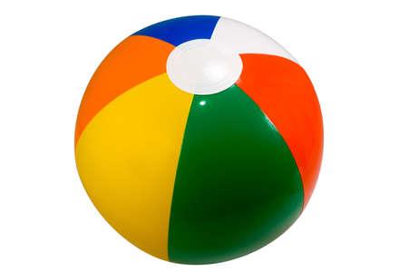白い背景に対して隔離される色鮮やかなビーチボール
