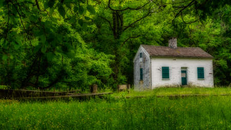 Lock keepers white house with green shutters and door on the Chesapeake and Ohio Canal Stockfoto
