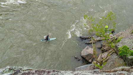 Two men on Kayaks paddling on the river at Great Falls National Park, Va. Standard-Bild