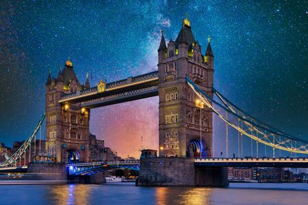 Tower Bridge, London under the stars, beautiful Banco de Imagens