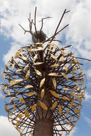 modern art: Penones Luce e Ombra Modern Art - Florence Boboli Gardens