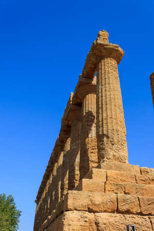 templo griego: Greek Temple of Juno in Agrigento - Sicily, Italy