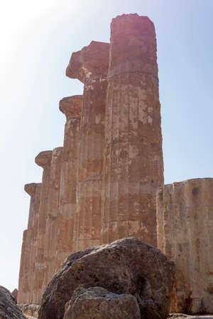 templo griego: Templo griego de Hércules en Agrigento - Sicilia, Italia Foto de archivo