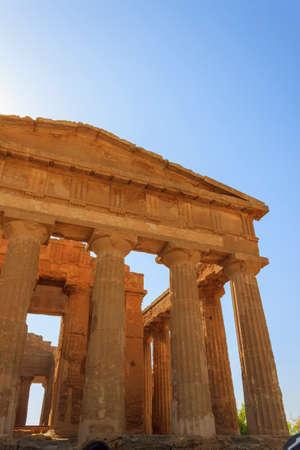 templo griego: Templo griego de Concordia en Agrigento - Sicilia, Italia Foto de archivo