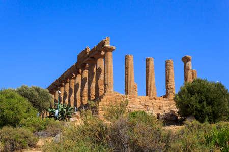 templo griego: El templo griego de Juno en Agrigento - Sicilia, Italia Foto de archivo
