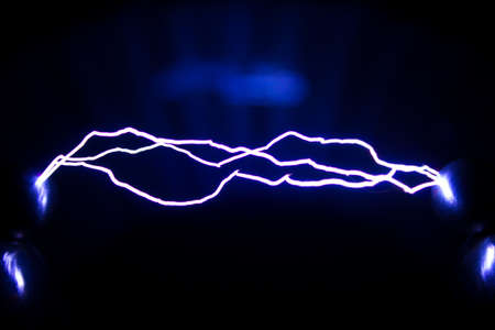 This Spark discharge created by an spark discharge in the air. Is used to observe the phenomenon. Banque d'images