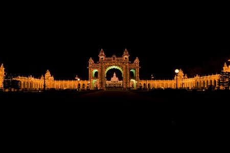 karnataka: Mysore palacio de la ciudad iluminada - Karnataka, India Foto de archivo