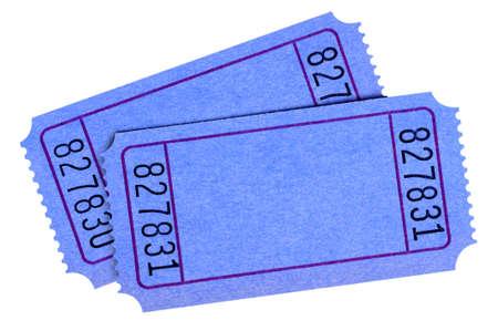 흰색 배경에 고립 된 빈 파란색 티켓의 쌍.