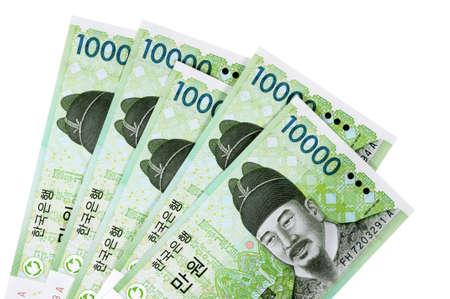 ganado: Varios coreanos 10.000 billetes en moneda Won aislados en un fondo blanco.