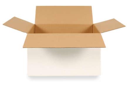 llanura: Abra la caja de cartón blanco con marrón en el interior aislado en un fondo blanco. Espacio para la copia.
