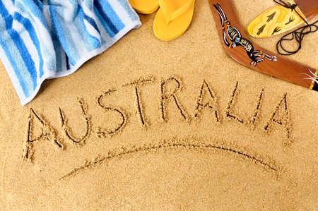strand australie: Australië achtergrond met boomerang, handdoek en flip flops. Stockfoto