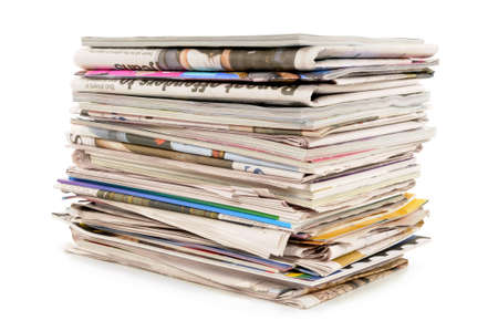Pile of old newspapers and magazines against a white background Stockfoto