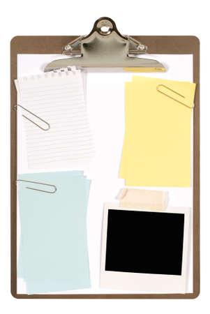 attach: Portapapeles Ordinary con papel normal Foto de archivo