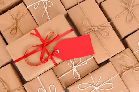 Pakketten met rode gift tag