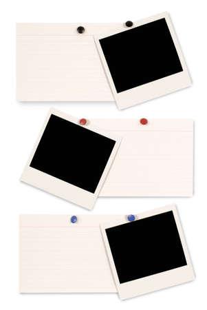 3 つの空白のインスタント カメラの写真プリントとホワイト オフィス カードは、白い背景で隔離のインデックスします。コピーのためのスペース。 写真素材