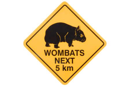 wombat: Advertencia señal de tráfico australiana de wombats callejeros Foto de archivo