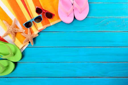 flops: Beach background, sunglasses, flip flops, copy space