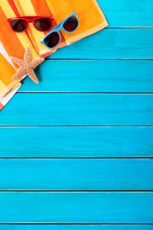 Tropische zomer strand achtergrond verticaal, kopie ruimte