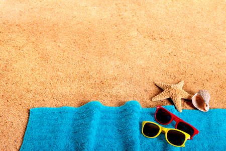 towel beach: Beach background border with sunglasses, towel, starfish and seashells. Copy space.