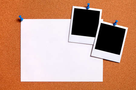 photo edges: Blank polaroid photo prints and plain paper poster pinned to a cork notice board.  Space for copy. Stock Photo