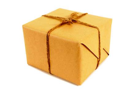 tied: Platz braunes Papier Paket mit Schnur