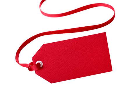 빨간 리본 화이트 격리와 빨간색 선물 태그. 스톡 콘텐츠 - 45349155