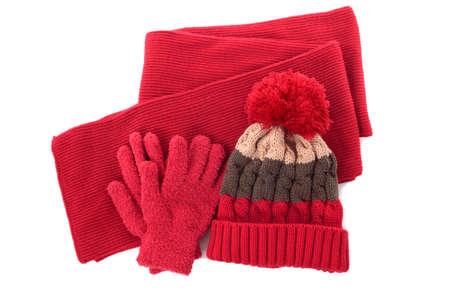 guantes: Invierno Red bobble sombrero hecho punto, bufanda y guantes aislados en un fondo blanco Foto de archivo