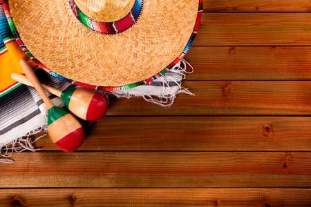 mayo: Mexico cinco de mayo wood background mexican sombrero