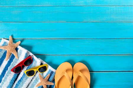 flops: Summer beach background border, flip flops, starfish, copy space