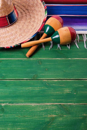 墨西哥cinco de mayo边界背景墨西哥草帽沙球垂直