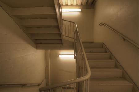 Feuer-Escape Ausfahrt Treppenhaus im Bürogebäude