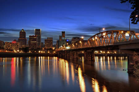portland: Hawthorne Bridge and Portland Downtown Skyline at Dusk