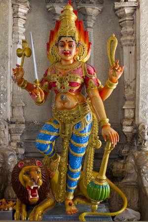 Durga de diosa hind� en Le�n con Trident en templo  Foto de archivo - 7795492