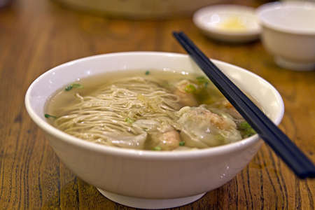 Wanton Dumpling Soup Noodles at Singapore Hawker Stall Stock Photo