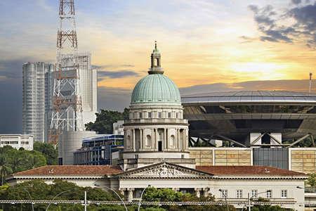 歴史的なシンガポールの議会の建物および新しい最高裁判所の法律