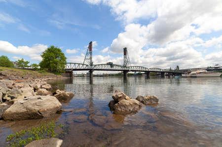willamette: Hawthorne Bridge over Willamette River on the waterfront in Portland Oregon
